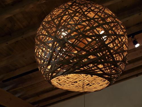 ショールームにあった竹細工のライト